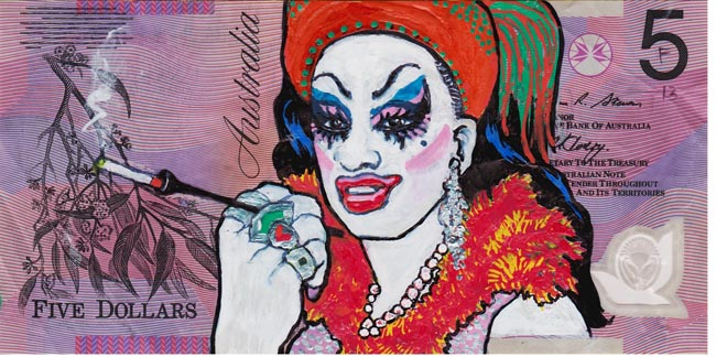 Queen aussie 2 Artist gives Queen Elizabeth a make over on Australian five dollar note