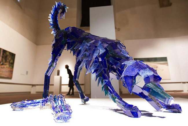 Shattered Glass Animals 3 Klonowska makes animal sculptures from shattered glass