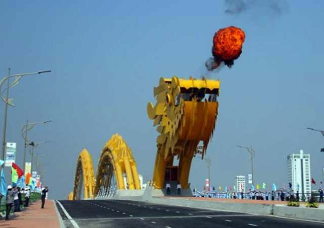 Dragon bridge han river 666 metres long fire breathing dragon bridge opens in Vietnam