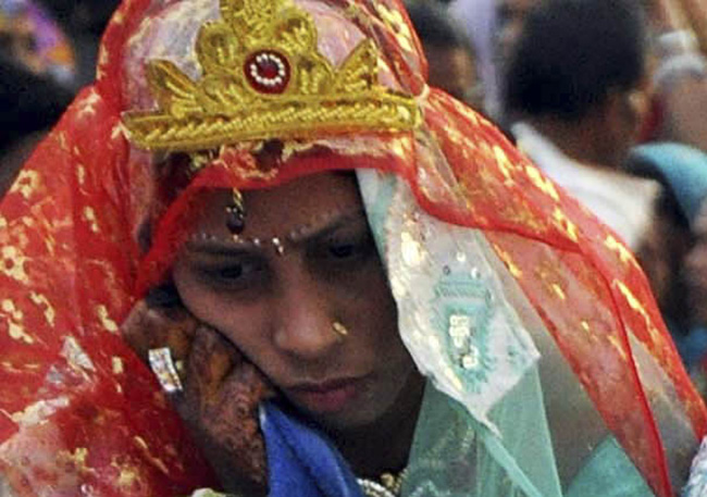 happy indian bride 5 Photos: The most miserable brides in the world at a mass marriage held on 'Akshaya Tritiya' in Bhopal