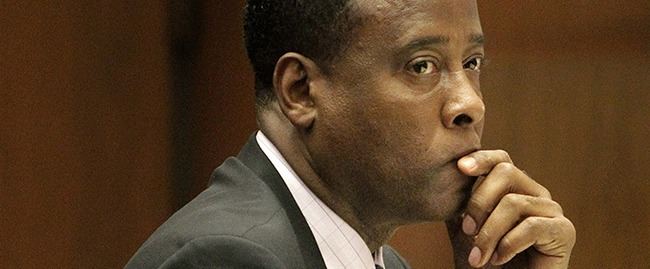 """FILE - In this Friday, Oct. 21, 2011, file photo, Michael Jackson's former doctor Conrad Murray sits in a courtroom during his involuntary manslaughter trial in Los Angeles. Jurors hearing a civil case on Wednesday May 1,2013 against Jackson's concert promoter that Murray was more than $500,000 in debt and his finances were """"severely distressed."""" (AP Photo/Reed Saxon, Pool, File)"""