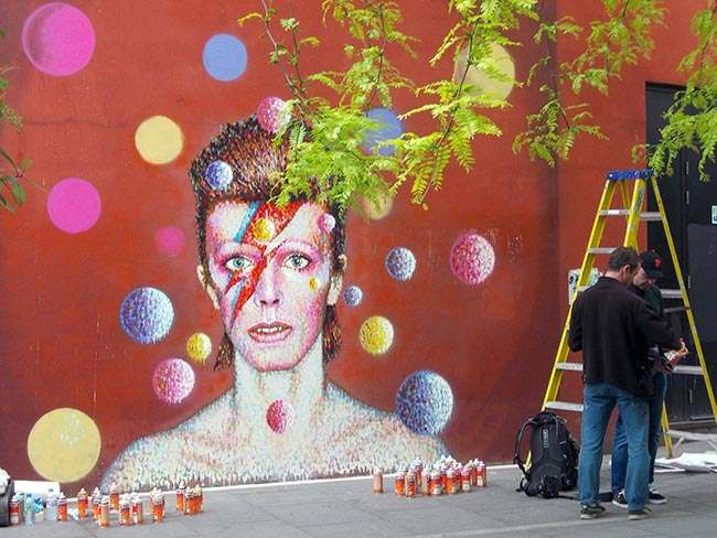 New mural painted by James Cochran aka Jimmy C showing the image of Bowie from the cover of his 1973 album Aladdin Sane painted in Brixton, London.