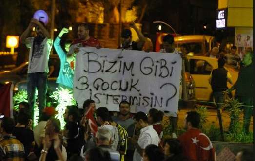 gjhfng Taksim Square, Turkey: the best slogans, graffiti and hats from the anti Government protest