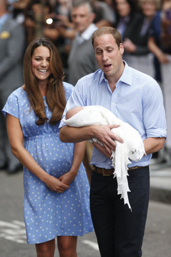 The Duke and Duchess of Cambridge leave the Lindo Wing of St Mary's Hospital in London, with their newborn son. PRESS ASSOCIATION Photo. Picture date: Tuesday July 23, 2013. See PA story ROYAL Baby. Photo credit should read: Jonathan Brady/PA Wire
