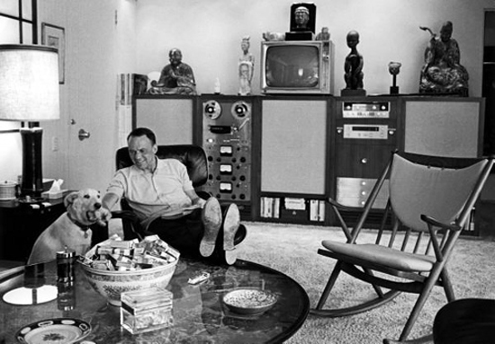 Frank Sinatra relaxes at home with his dog Ringo (Palm Springs, 1965)