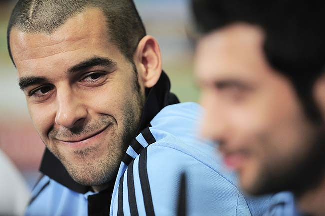 Spain's Alvaro Negredo, left, smiles as he looks on to his fellow teammate Raul Albiol during the press conference, at the Euro 2012 soccer championship in Gniewino, Poland, Saturday, June 16, 2012. (AP Photo/Alvaro Barrientos)