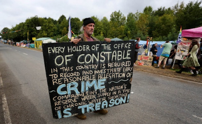 An environmental activist airs his views outside the Cuadrilla exploratory drilling site in Balcombe, West Sussex, as anti fracking demonstrations continue. PRESS ASSOCIATION Photo. Picture date: Thursday September 12, 2013. See PA story ENVIRONMENT Fracking. Photo credit should read: Gareth Fuller/PA Wire