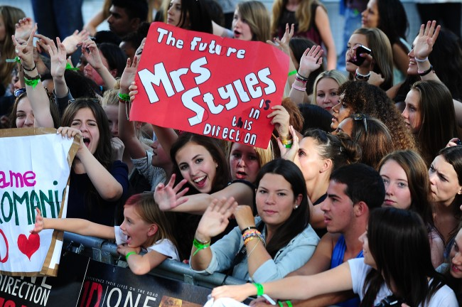 PA 17369239 Snakes on a Payne: One Direction fans spew venom in Adelaide
