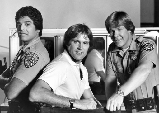 "Actor Erik Estrada, left, joins co-stars Bruce Jenner, center, and Larry Wilcox on the set of NBC television series ""Chips"" in Burbank, Calif., studio on Tuesday, Sept. 29, 1981. Estrada returned to work on Tuesday after setting a contract dispute which kept him off the popular show for three episodes. (AP Photo)"