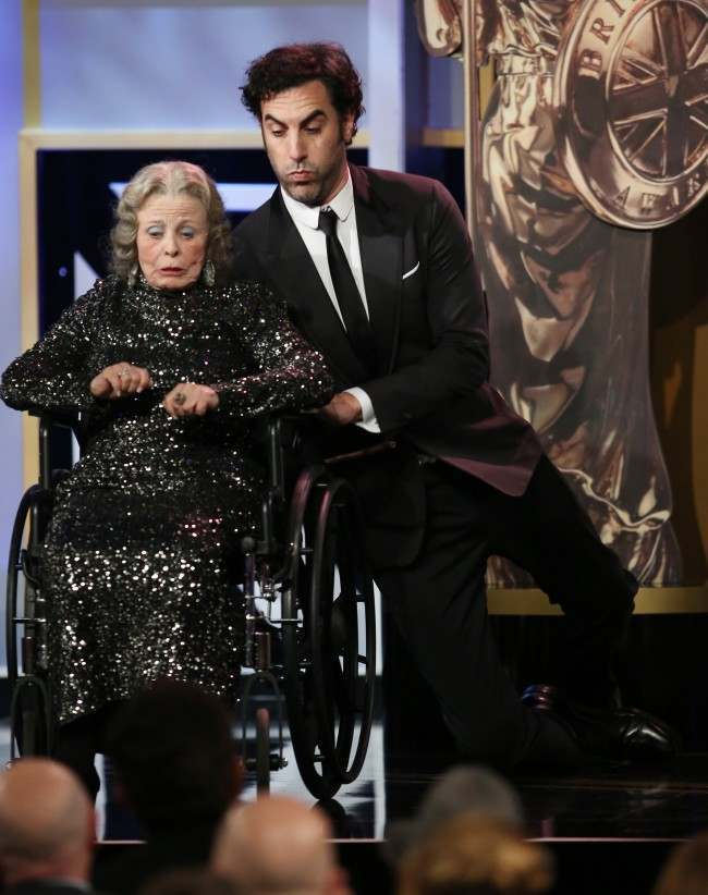 PA 18154906 Sacha Baron Cohen Kills Elderly Lady During Acceptance Speech