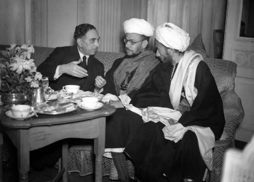 The Arab centre party who are now in London, to attend the deliberations of the conference on Palestine now meeting daily at St. James's Palace, gave a reception and tea party at the Hyde Park hotel on Feb. 8, 1939, to the other Arab delegations to the conference, including the delegations from the Yemen, from Egypt, Iraq, and Palestine. Mr. Malcolm Macdonald, the British minister for the colonies, was among the number of distinguished guests. Nuri el said Pasha, the Iraqi minister, left, with the Yemen delegates, Al Qadhi IBN Hussain Amri (with glasses), and Al Qadhi Muhammed Abdullah at the Hyde Park hotel.