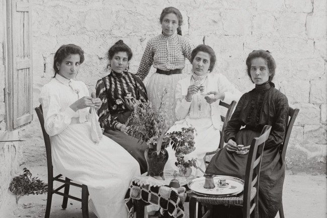 1920 women Israel And Palestine 1920 1948: The Story In 100 Photos