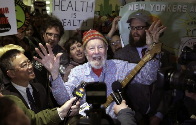 Folk singer Pete Seeger performs during an anti-hydraulic fracturing rally before New York Gov. Andrew Cuomo delivers his State of the State address at the Empire State Plaza Convention Center on Wednesday, Jan. 9, 2013, in Albany, N.Y. (AP Photo/Mike Groll)