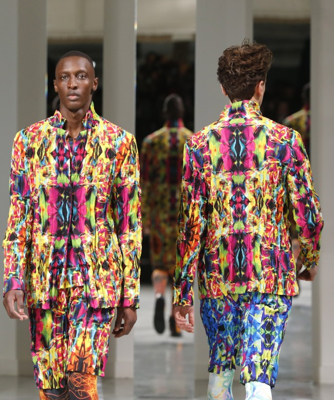 Models present creations by Japanese fashion designer Yusuke Takahashi for Issey Miyake's men's fall-winter 2014-2015 fashion collection presented in Paris, Thursday, Jan.16, 2014. (AP Photo/Jacques Brinon)