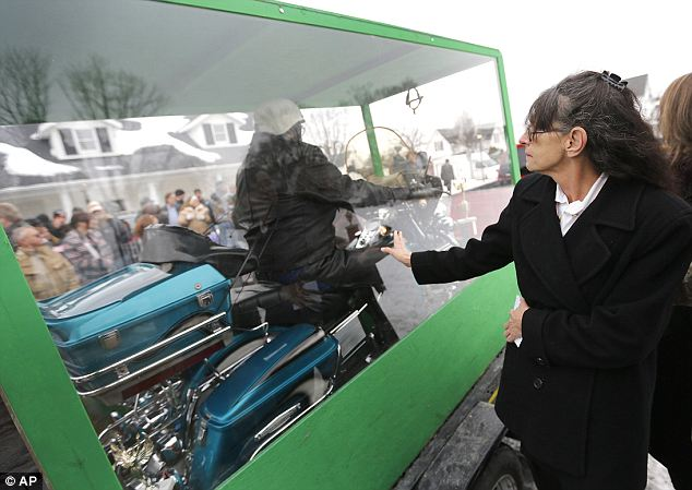 Billy Standley harley coffin 2 Man Buried Riding His Harley Davidson Motorcycle   Photos