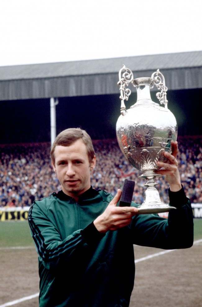 Soccer - Football League Division One - Nottingham Forest v Birmingham City Nottingham Forest captain John McGovern lifts the League Championship trophy  Date: 29/04/1978