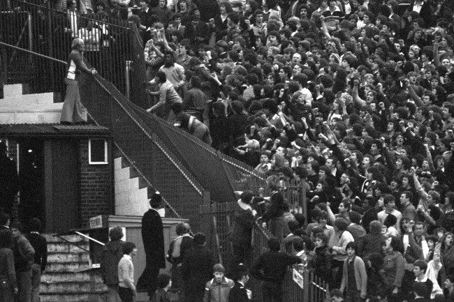 PA 17554777 4 Spurs And Chelsea Fans Fightiing In 1978: The Lone Hooligan On The Roof