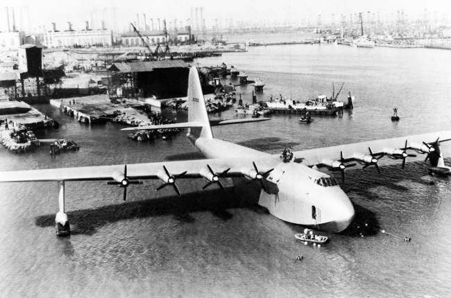 PA 6122994 1947 In Photos And Film: The Building And Only Flight Of Howard Hughes Massive Spruce Goose