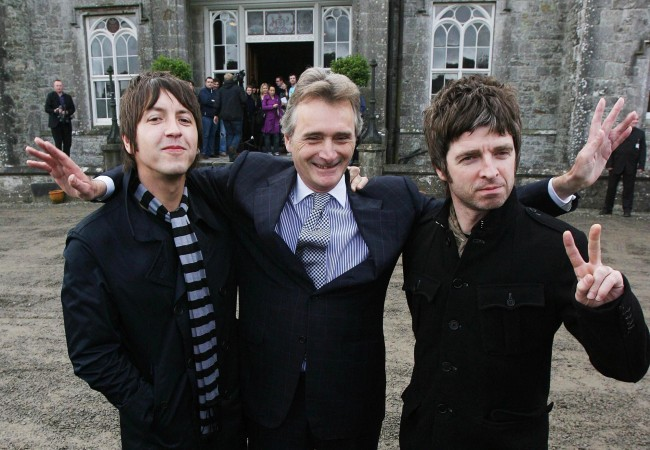 (left to right) Oasis guitarist Gem Archer, Lord Henry Mountcharles and Noel Gallagher officially announcing an open air concert at Slane Castle, which Oasis will headline next summer. Picture date: Wednesday, October 15, 2008. They will play for up to 80,000 fans at the Co Meath venue on Saturday June 20. See PA story IRISH Oasis. Photo credit should read: Niall Carson/PA Wire Ref #: PA.6450998  Date: 15/10/2008