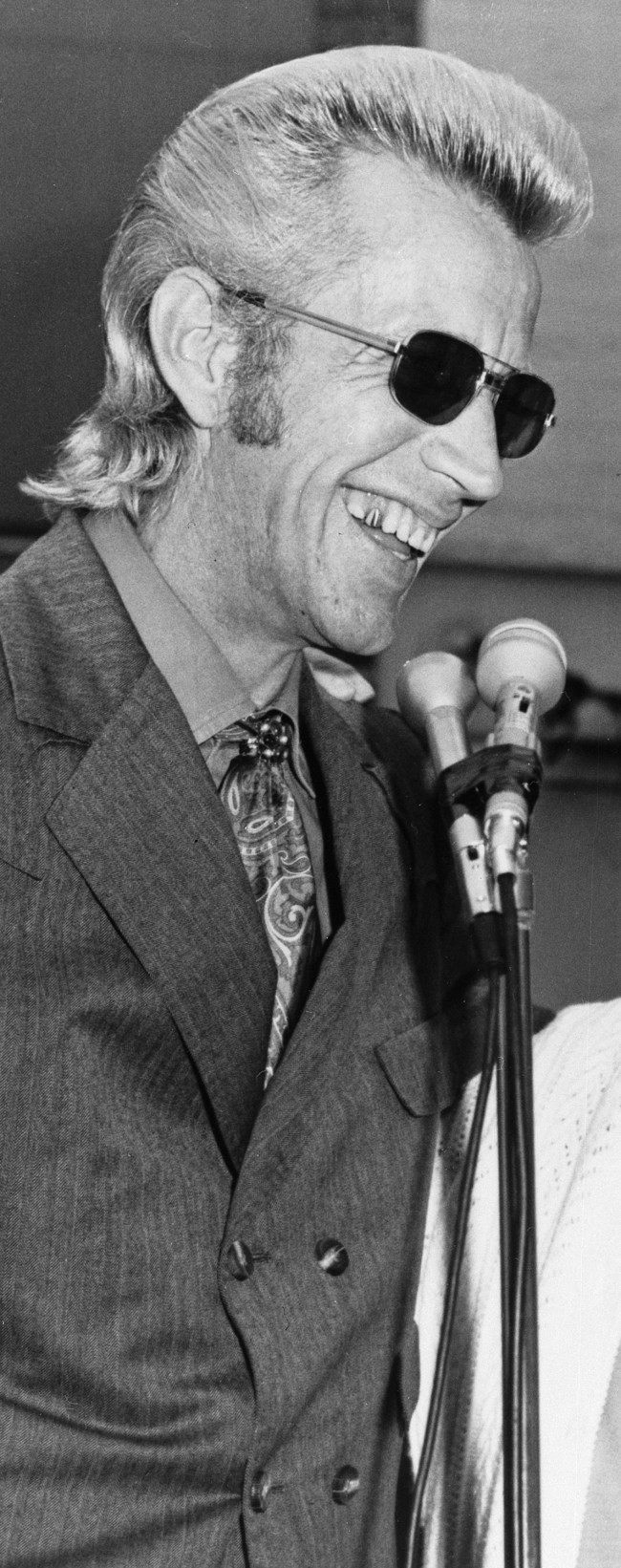 Country music singer Porter Wagoner is shown in West Plains, Mo., Sept. 25, 1971.
