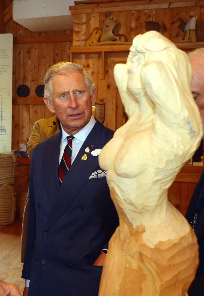 PA 19873874 Princes Charles And Camilla Meet The Topless Stunna In Canada