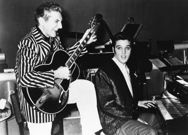 PA 2943561 Liberace And Elvis Jam On Guitar And Piano In 1956