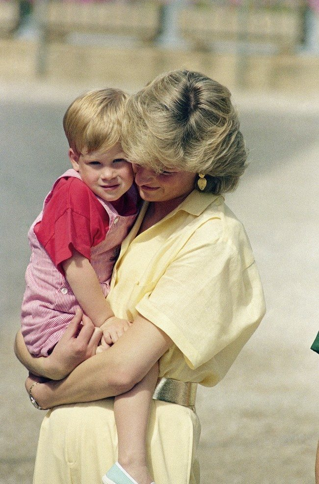 PA 10172953 King Juan Carlos Hosts Diana, Charles And the Young Princes Harry and William In Majorca 1988 (9 Photos)