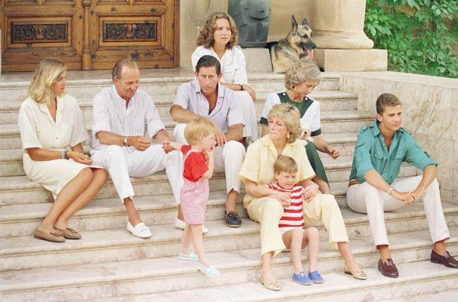 PA 10202266 King Juan Carlos Hosts Diana, Charles And the Young Princes Harry and William In Majorca 1988 (9 Photos)