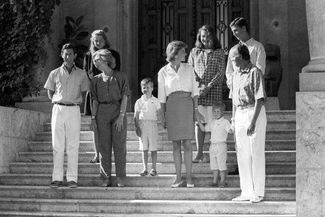 PA 10823141 King Juan Carlos Hosts Diana, Charles And the Young Princes Harry and William In Majorca 1988 (9 Photos)