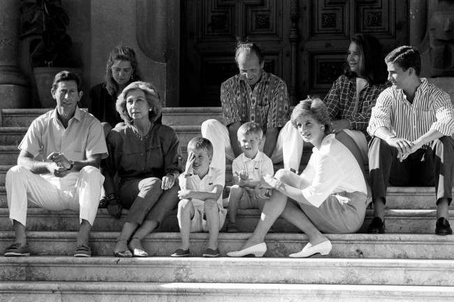 PA 10823142 King Juan Carlos Hosts Diana, Charles And the Young Princes Harry and William In Majorca 1988 (9 Photos)