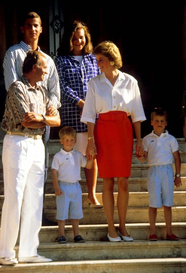PA 1132163 King Juan Carlos Hosts Diana, Charles And the Young Princes Harry and William In Majorca 1988 (9 Photos)