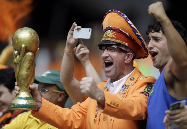 Dutch fans cheer before the group B World Cup soccer match between Spain and the Netherlands at the Arena Ponte Nova in Salvador, Brazil, Friday, June 13, 2014. (AP Photo/Natacha Pisarenko)