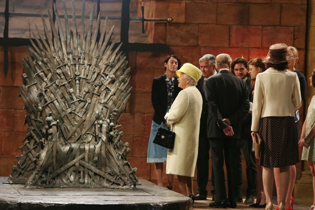 PA 20206346 1 Game Of Thrones Photos: Cersei Lannister Gives The Queen The Death Stare Of Sardony