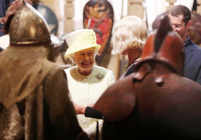 PA 20206691 Game Of Thrones Photos: Cersei Lannister Gives The Queen The Death Stare Of Sardony