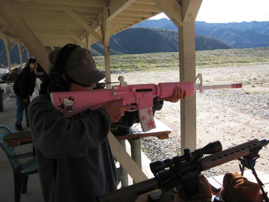 hello-kitty-assault-rifle-1