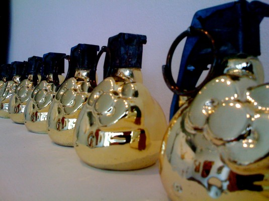 hello-kitty-handgrenades-gold