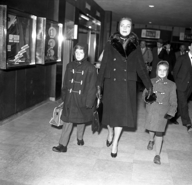 Hollywood star Lauren Bacall and her children Steve, 10, and Lesley, 6, as they left London Airport for a skiing holiday in Zurich. Date: 23/01/1959
