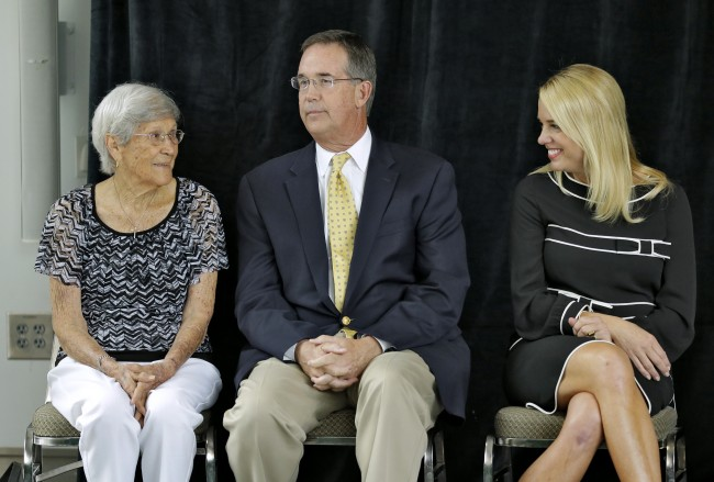 Ovell Krell, left, talks with Florida Chief Financial Officer Jeff Atwater, center, and Florida Attorney General Pam Bondi during a news conference Thursday, Aug. 7, 2014, at the University of South Florida in Tampa, Fla