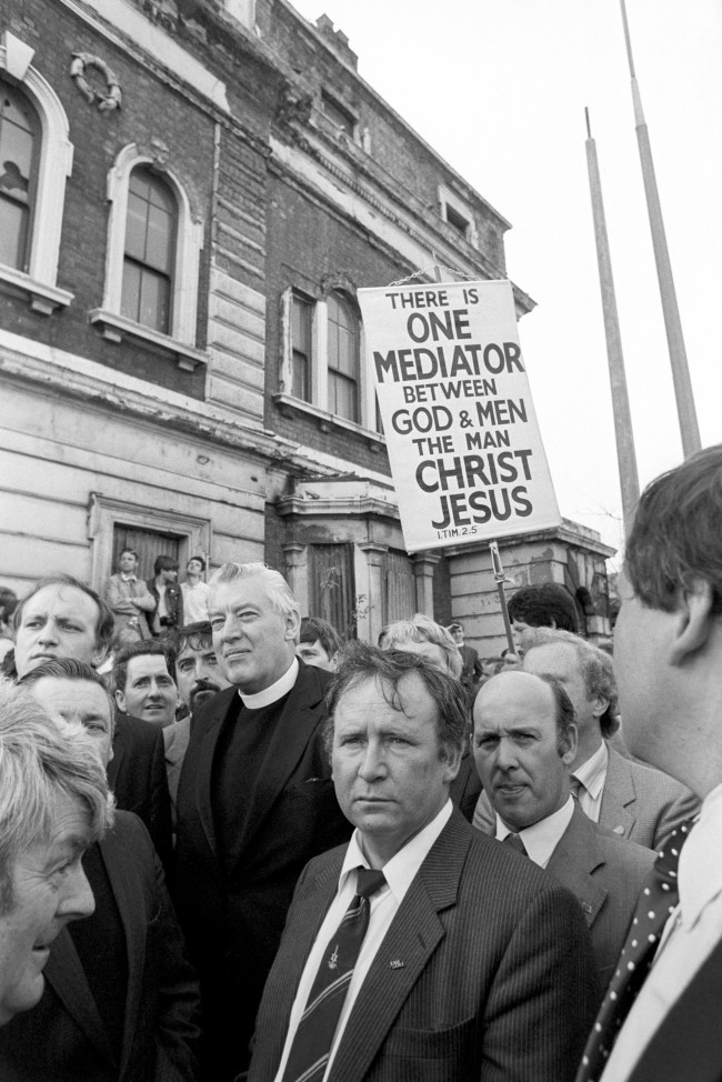 Religion - Pope John Paul II Visit to Britain - Liverpool The Reverend Ian Paisley, and his supporters armed with a banner, stand along the Papal route in Liverpool. Ref #: PA.4358736  Date: 30/05/1982