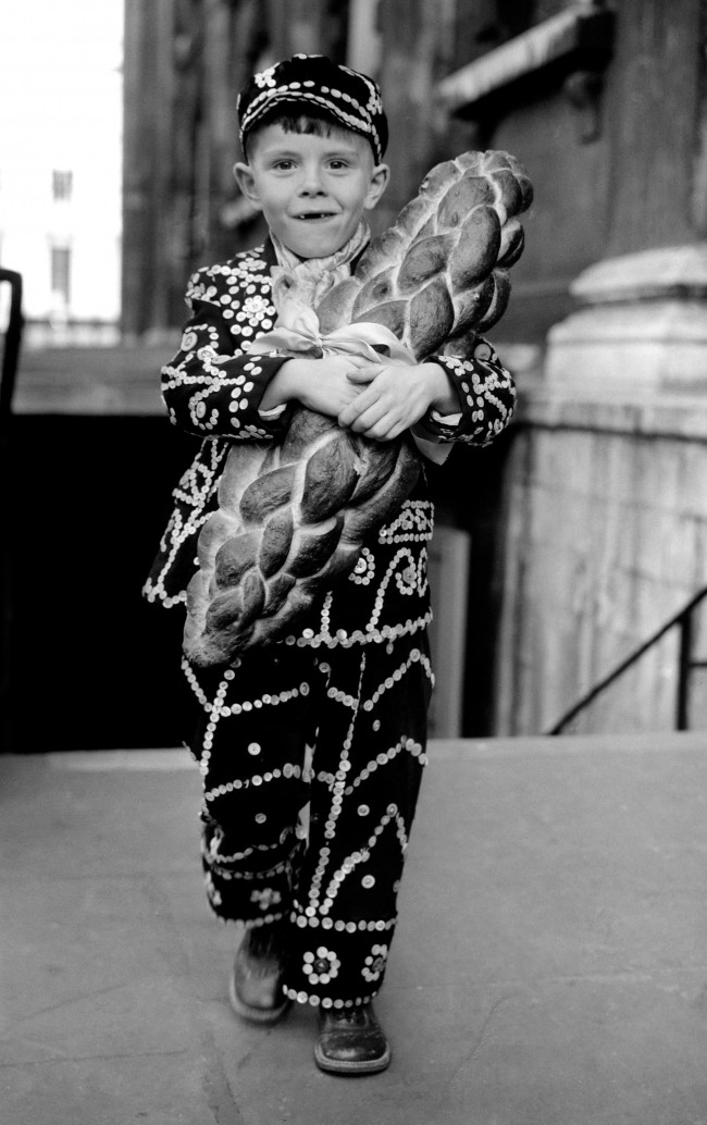 Pearly Prince John Marriot, grandchild of London's Pearly Queen arrives for Thanksgiving service.   Date: 04/10/1959