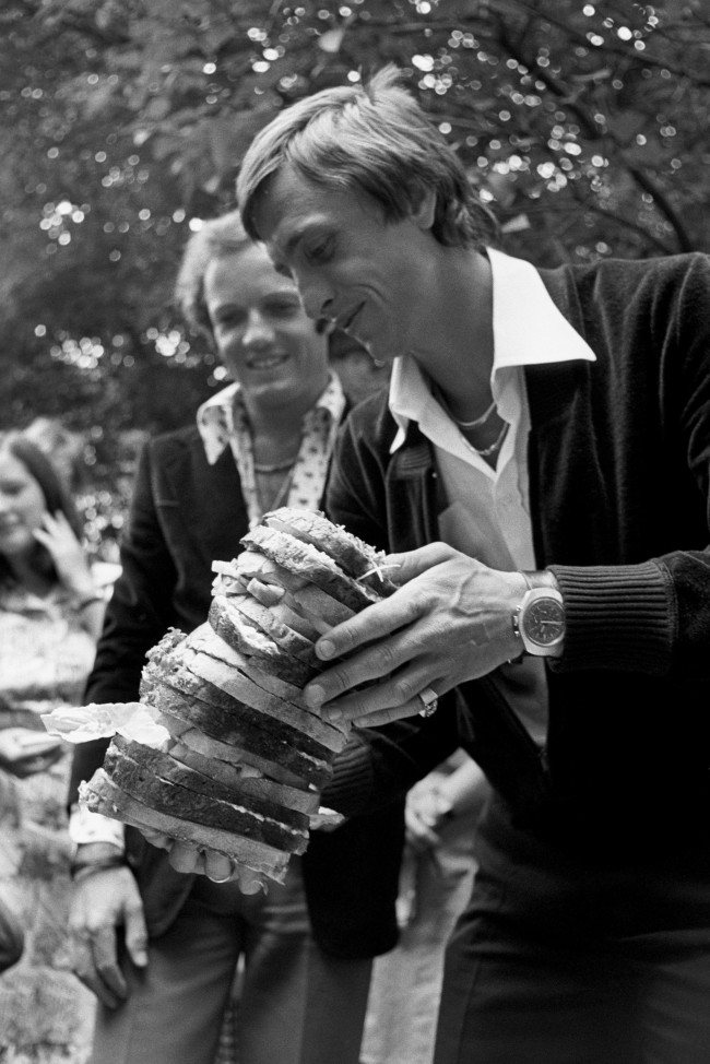 "Footballing legend Johan Cruyff tucks into a giant salad sandwich after presenting The Silver Salad Bowl of Europe Challenge Trophy and winner medals to British school children at the Royal Netherlands Embassy. The trophy was awarded for the best essay on ""Holland, the salad bowl of Europe"". Archive-559314a Ref #: PA.5348507  Date: 03/07/1975"