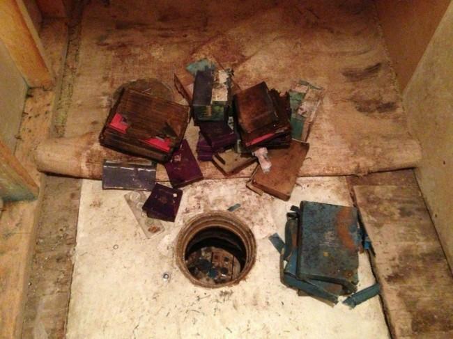 10 So. I found a secret capsule full of treasure in a Tennessee wardrobe