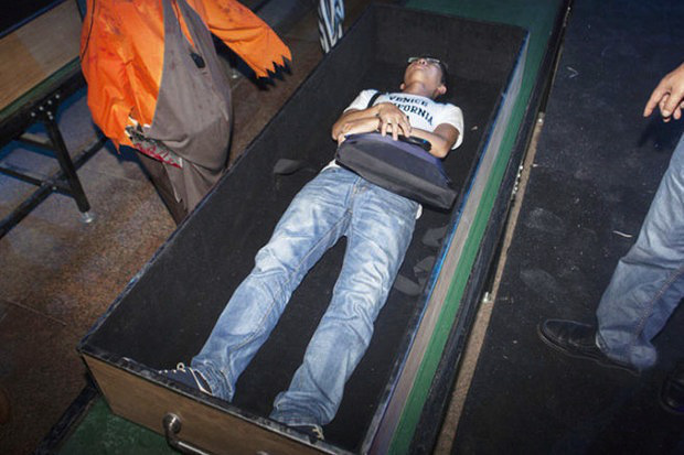 """Chinese theme park sets up 'death simulator' where volunteers can experience being cremated"