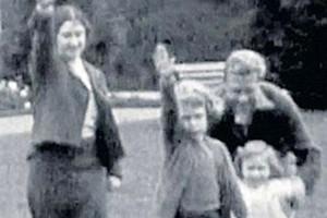 queen mum nazi salute