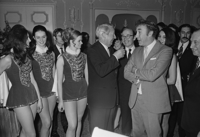 British Prime Minister Edward Heath (1916 - 2005, centre) meets English actor and comedian Frankie Howerd (1917 - 1992) at a Variety Club of Great Britain Christmas luncheon at the Dorchester Hotel, London, 7th December 1970.  (Photo by Keystone/Hulton Archive/Getty Images)