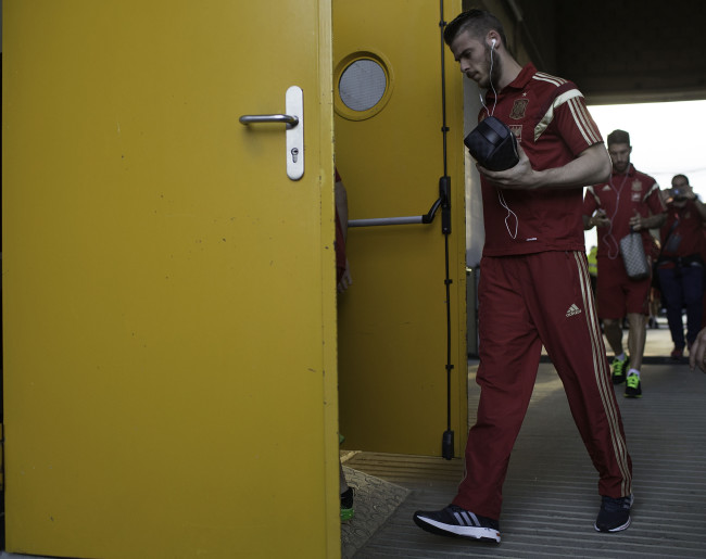 LEON, SPAIN - JUNE 11:  Goalkeeper David de Gea of Spain arrives at Reino de Leon Stadium before the international friendly match between Spain and Costa Rica on June 11, 2015 in Leon, Spain.  (Photo by Gonzalo Arroyo Moreno/Getty Images)