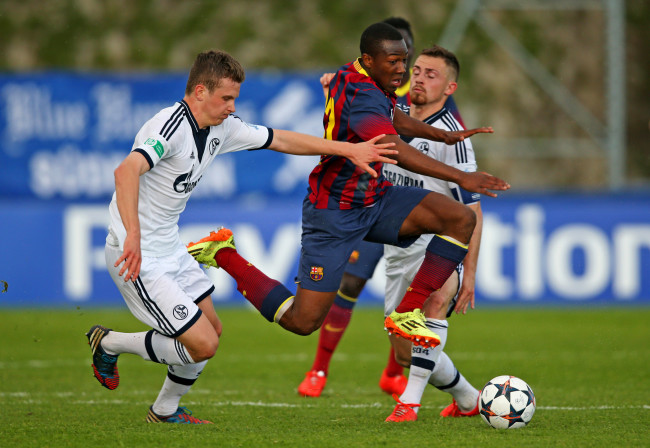 NYON, SWITZERLAND - APRIL 11: Adama Traore of FC Barcelona (C) competes for the ball with Miles Mueller (L) and Pascal Itter (R) of FC Schalke 04 during the UEFA Youth League Semi Final match between Schalke 04 and FC Barcelona at Colovray Stadion on April 11, 2014 in Nyon, Switzerland. (Photo by Philipp Schmidli/Getty Images)