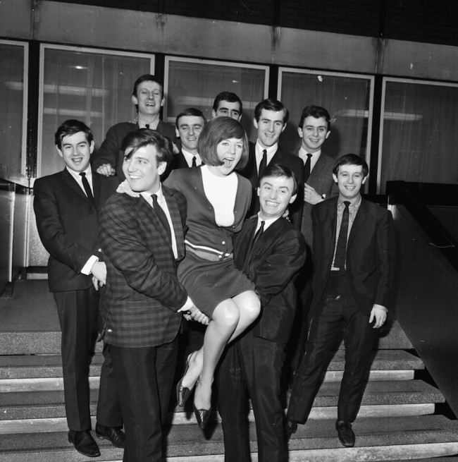 Portrait of bands 'Billy J Kramer and the Dakotas' and 'Gerry and the Pacemakers', holding up the singer Cilla Black, March 23rd 1964. (Photo by Larry Ellis/Express/Getty Images)