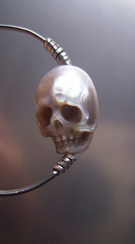pearl skulls 1