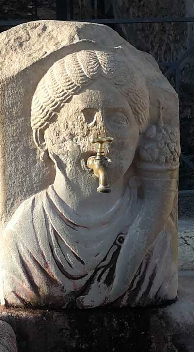 tap face statue 1